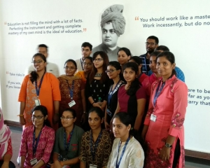 Dr Somdutta with the students of IIDT